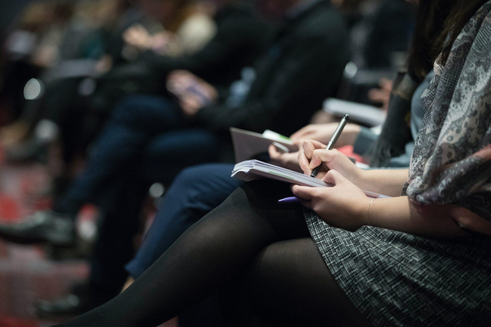 Conférence de presse relations RP journalistes augmenter la visibilité d'une entreprise point presse